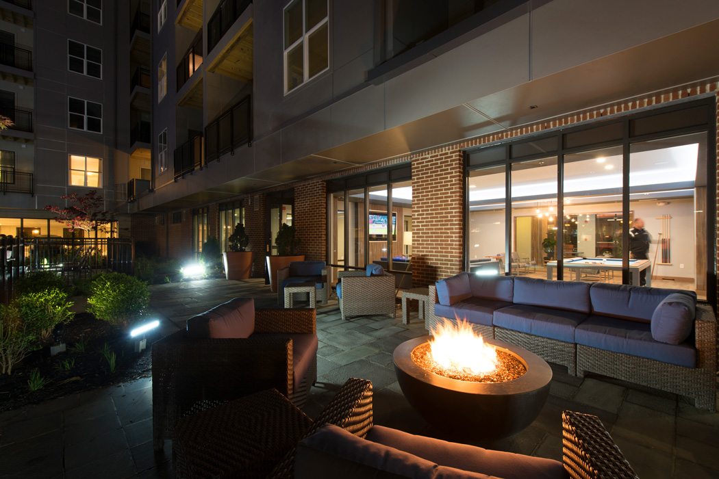 firepit and couches on outdoor patio of apartment in wilmington de